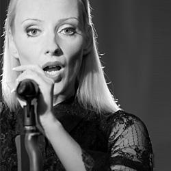 Anja Hackl: Stimme, Gesang, Rede